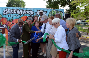 Photo of the Greenwood Ave. Farmers Market ribbon-cutting