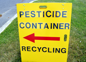 Photo of a sign pointing to the container dropoff - Click to enlarge