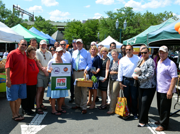 Photo of Secretary Fisher, Pat Dombroski, Acting Health Commissioner Bennett and Assemblywoman Jasey  with South Orange officials at the farmers market
