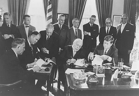 (seated left to right) Governors Robert Meyner (N.J.), Elbert Carvel (Del.), and David Lawrence (Pa.) joined President Kennedy at the White House on Nov. 2, 1961, to participate in a ceremonial signing of the compact.
